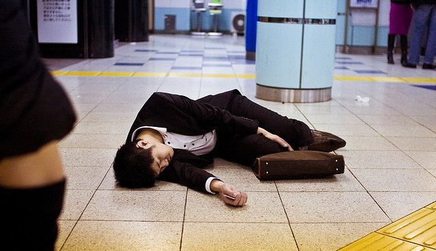 Tự tử và hội chứng karōshi ở Nhật